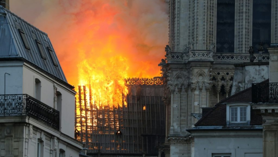 incendio notre dame paris imágenes foto video catedral iglesia destruye