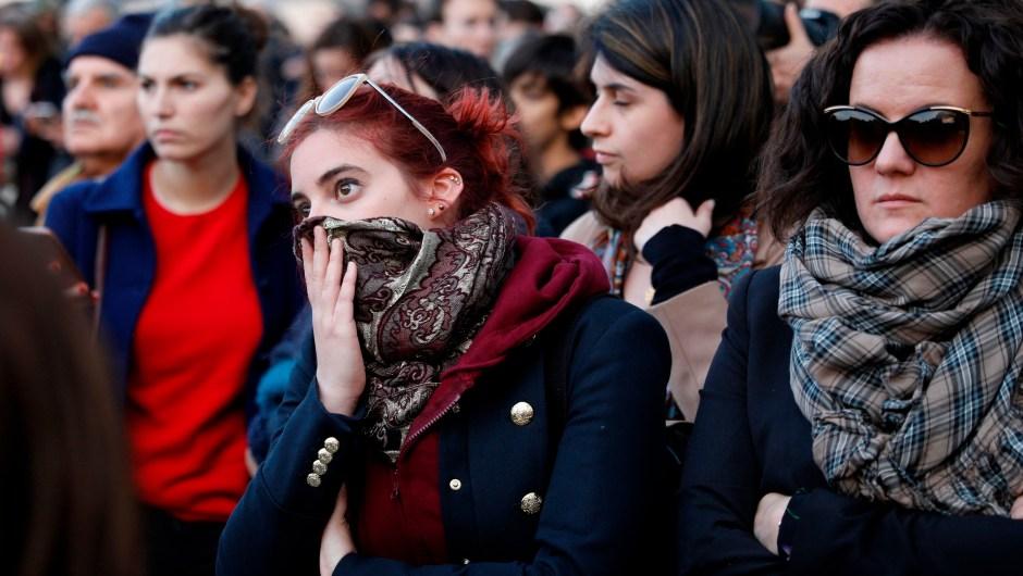 La desolación de la gente al ver Notre Dame en llamas