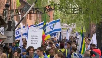 Miles de personas recuerdan a las víctimas del horror nazi
