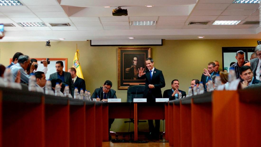 La Asamblea Nacional de Venezuela analiza nuevas opciones políticas para el país