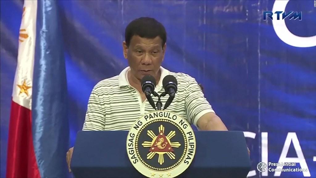 Una cucaracha interrumpió un discurso de Duterte
