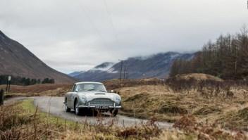 Crean un Aston Martin con todos los trucos de James Bond