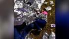 Inmigrantes duermen en el suelo en estación fronteriza
