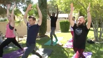 Practican yoga bajo los efectos de la marihuana