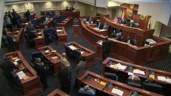 Senado de Alabama aprueba ley antiaborto más restrictiva en EE.UU.