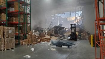 Un avión de guerra F-16 se estrelló contra un depósito en California