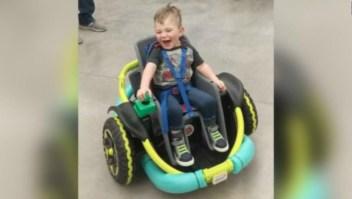 Las ruedas que dan movilidad a un niño impedido