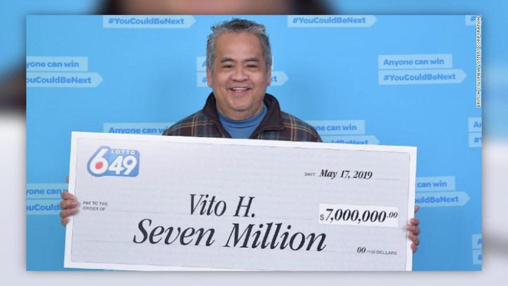 Conserje gana la lotería, pero seguirá en su empleo