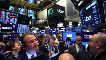 Corredores de bolsa en Wall Street momentos antes de la primera transacción de Uber el 10 de mayo de 2019. Crédito: Spencer Platt / Getty Images.