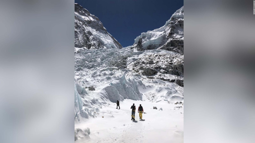 Encuentran cadáveres y basura en el Monte Everest