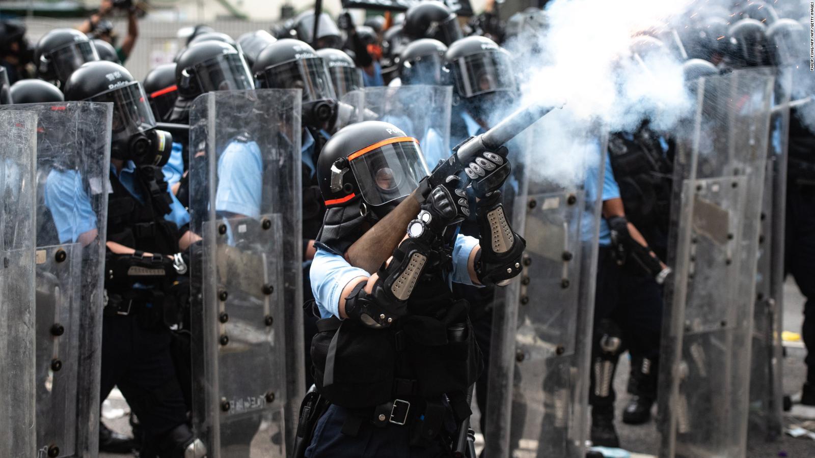 Varios arrestados y decenas de heridos en Hong Kong