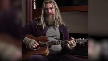 "YT: Thor emocionó a todos cantando ""Hurt"" de Trent Reznor"