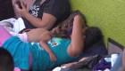 En la calle, así esperan migrantes en Tapachula