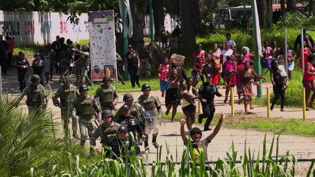 Guardia Nacional controla migrantes en frontera con Guatemala