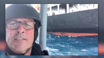 Reportero de CNN se acerca al barco petrolero atacado