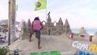 Así se construyen los castillos de arena en Copacabana