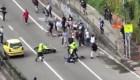 Suspenden a policías que embistieron a jóvenes en patineta