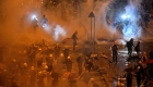 Se enfrentan manifestantes y policía de Hong Kong