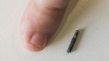 Implantan en Suecia un microchip en humanos