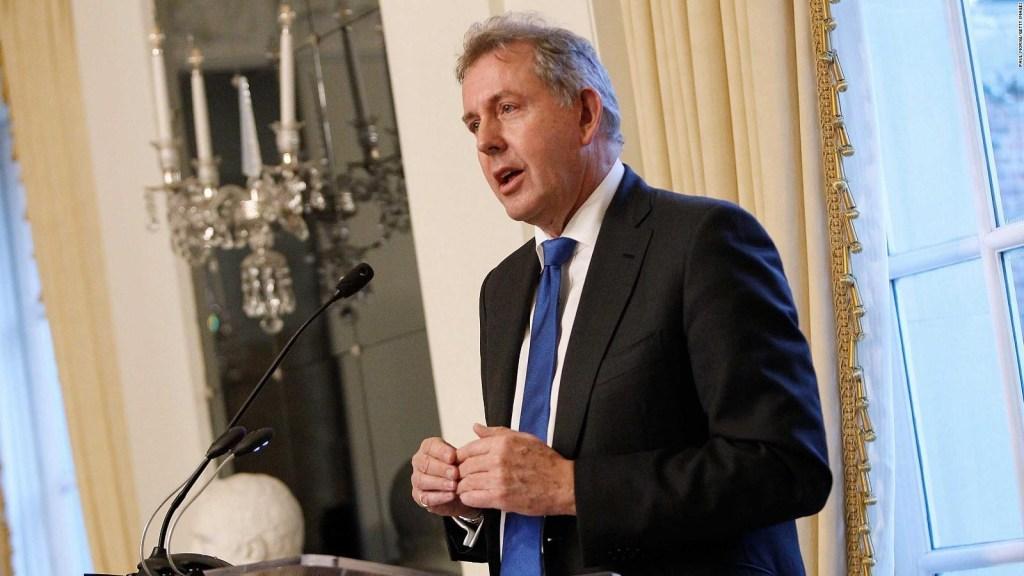 Investigan cómo se filtraron documentos de embajador de Reino Unido