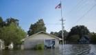 Louisiana bajo inundaciones y se prepara para un huracán