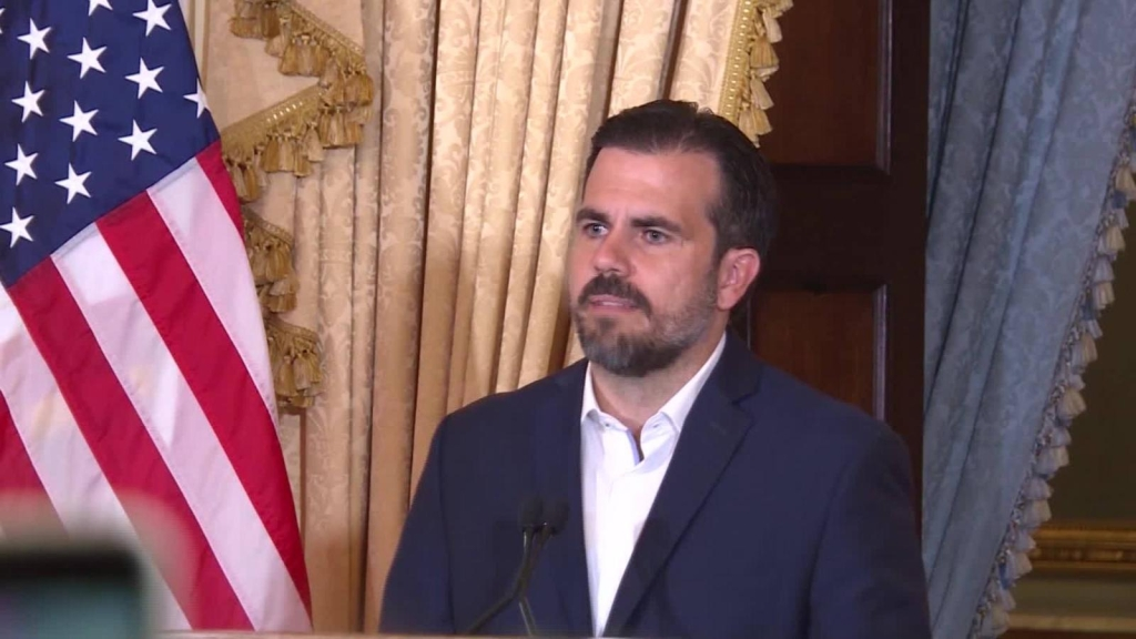 Rosselló pide perdón luego de insultar a líder demócrata