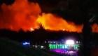 Incendio forestal arremete contra festival de música