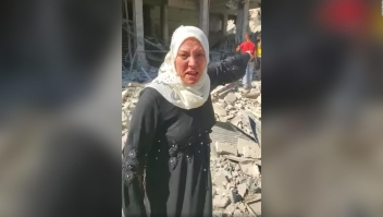 Mujer hace un desesperado pedido a Trump sobre Siria