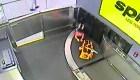 Niño resulta herido tras dar vueltas en la cinta de equipaje de aeropuerto