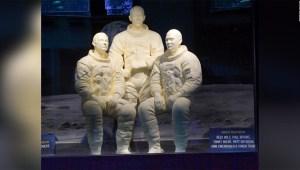 Astronautas del Apollo 11 reciben un tributo mantecoso