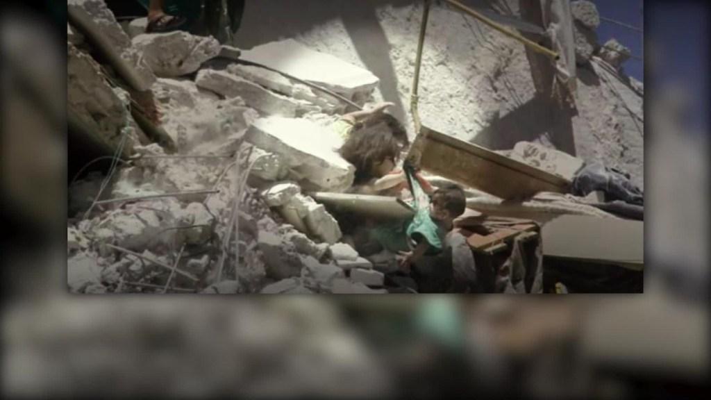 Muere niña captada salvando a su hermanita en Siria