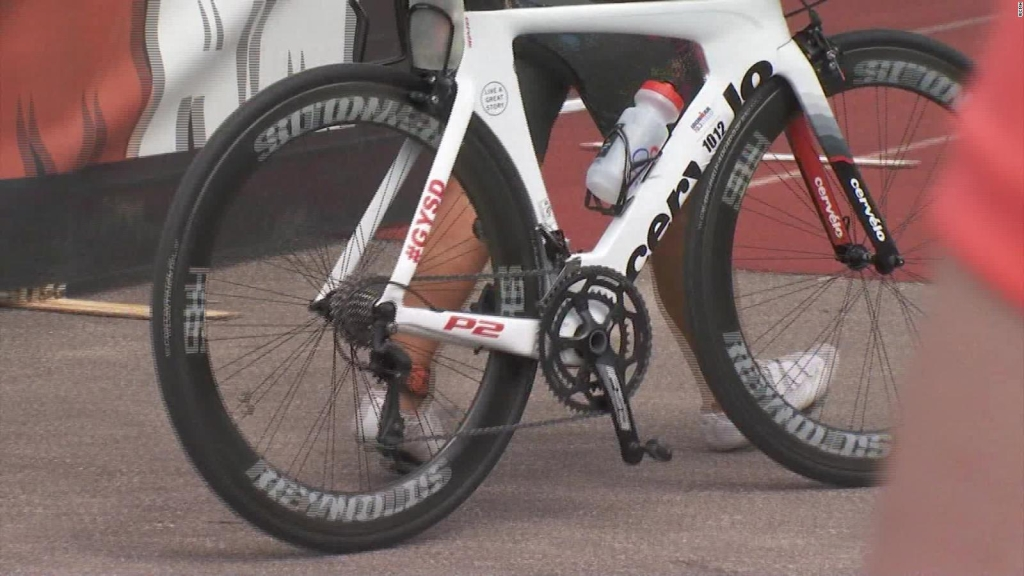Muere ciclista atropellada durante un triatlón Ironman