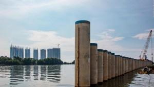 El presidente de Indonesia busca construir un muro en el mar