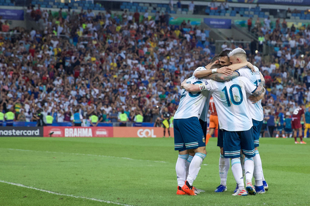 RIO DE JANEIRO, BRAZIL - JUNE 28: Giovani Lo Celso of Argentina celebrates with teammates after scoring the second goal of his team during the Copa America Brazil 2019 quarterfinal match between Argentina and Venezuela at Maracana Stadium on June 28, 2019 in Rio de Janeiro, Brazil. (Photo by Lucas Uebel/Getty Images)