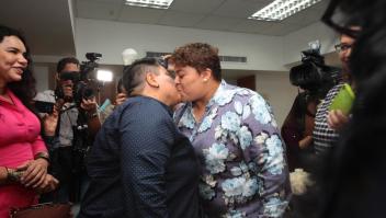 Alexandra Chávez y Michelle Avilés se convirtieron en la primera pareja del mismo sexo en contraer matrimonio en Ecuador.