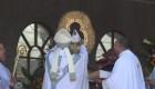 Miles de fieles rinden tributo a la Virgen de los Ángeles