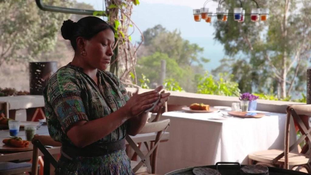 Esta delicia es una tortilla guatemalteca. #DestinosCNN llega al país centroamericano y te tienta con la reina de la cocina guatemalteca. Te lo mostramos aquí.