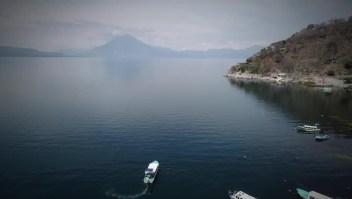 Un regalo para los ojos. El increíble lago Atitlán, en Guatemala, deslumbra a los viajeros. Descubre todo su esplendor y visita los pueblos vecinos junto a @DestinosCNN