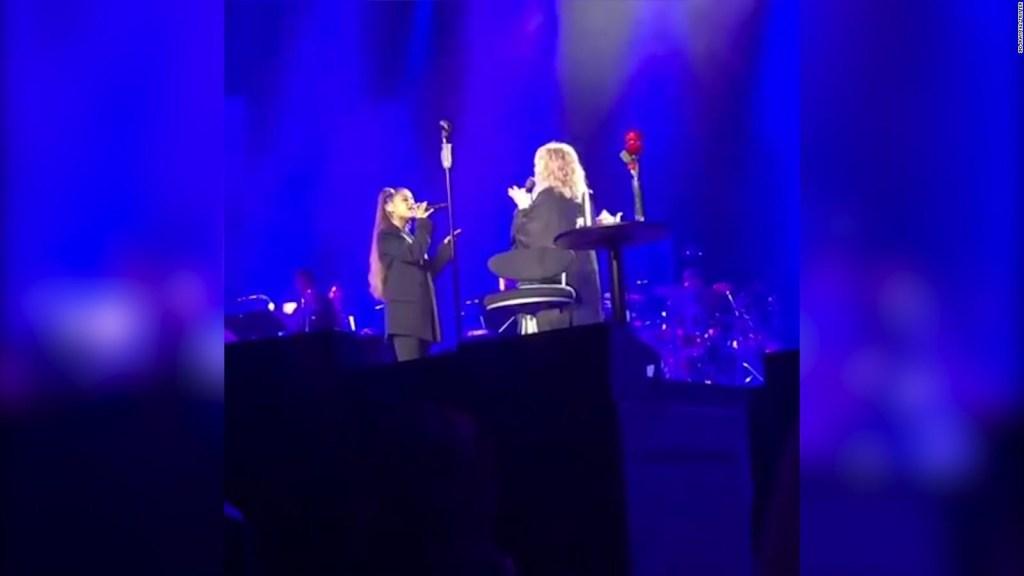 Ariana Grande comparte escenario con Barbra Streisand