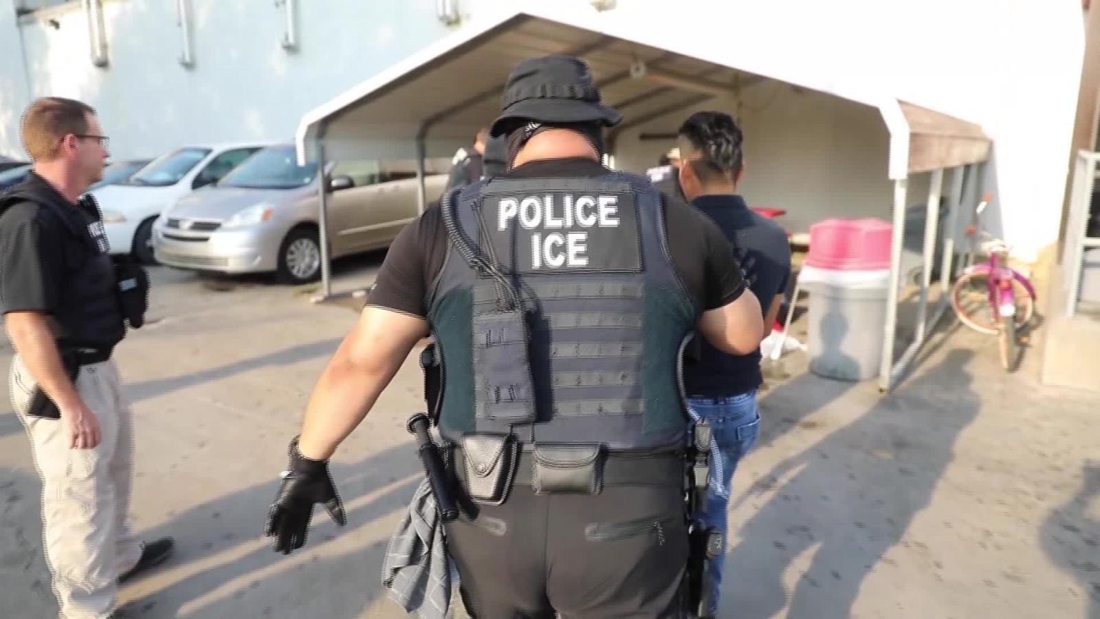 Más de 600 inmigrantes indocumentados detenidos en redadas en Mississippi