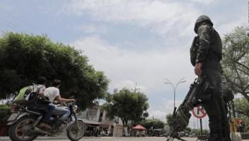 Denuncian abusos de grupos armados contra migrantes en Colombia
