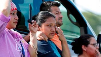 Familiares de indocumentados detenidos buscan asesoría legal