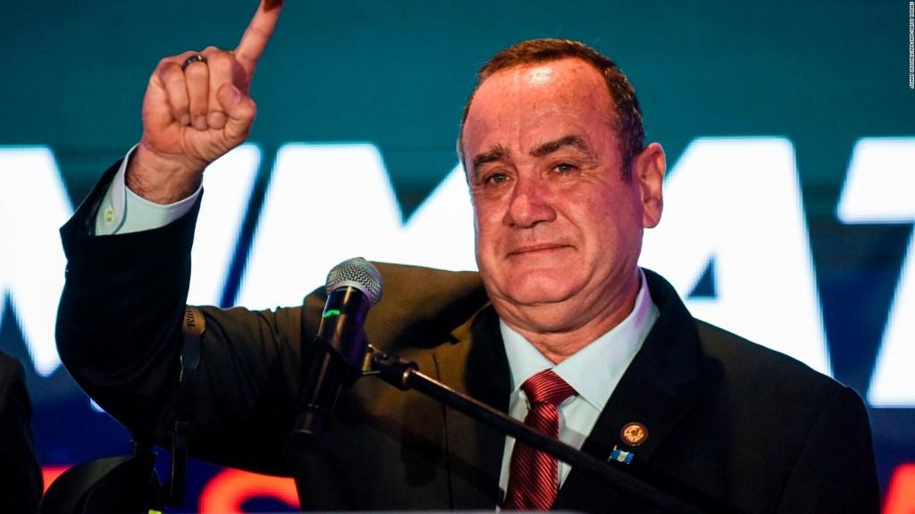 Giammattei se autoproclama presidente de Guatemala