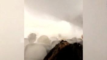 Pasajeros asustados por neblina en un avión de Delta