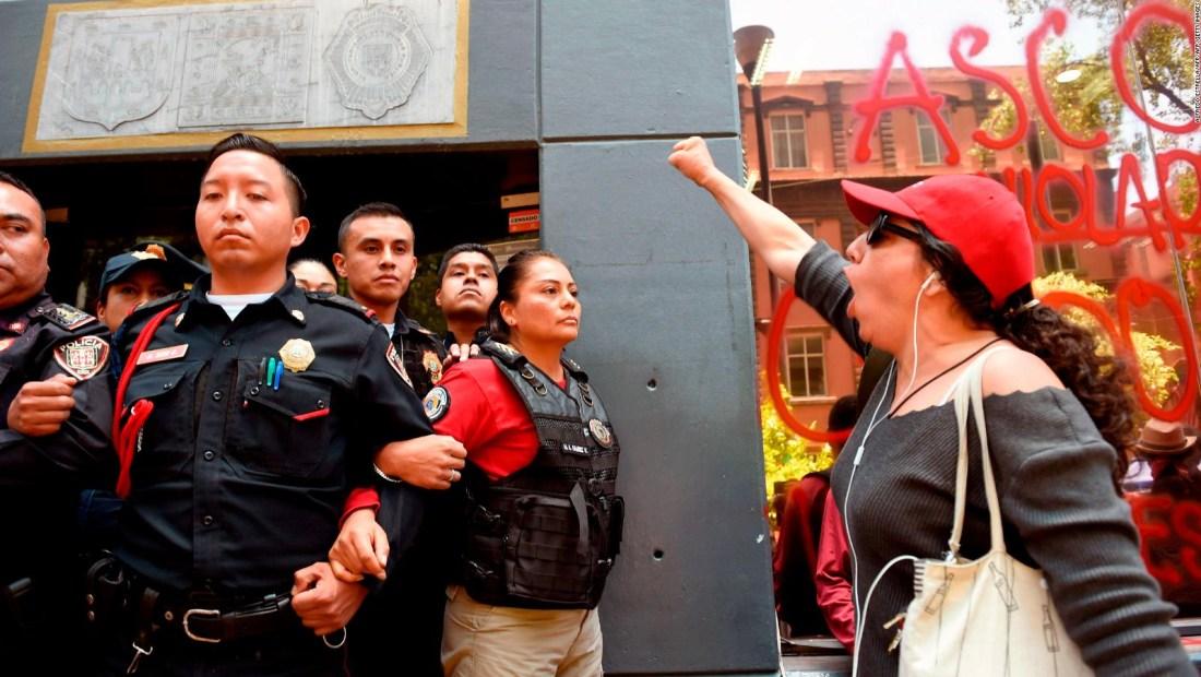 Nueva ola de protestas en la capital de México tras denuncias de abusos contra mujeres