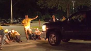 Camioneta embiste a grupo de manifestantes en Rhode Island
