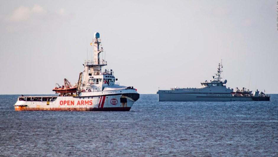 La desesperación se apodera de los migrantes a bordo del Open Arms
