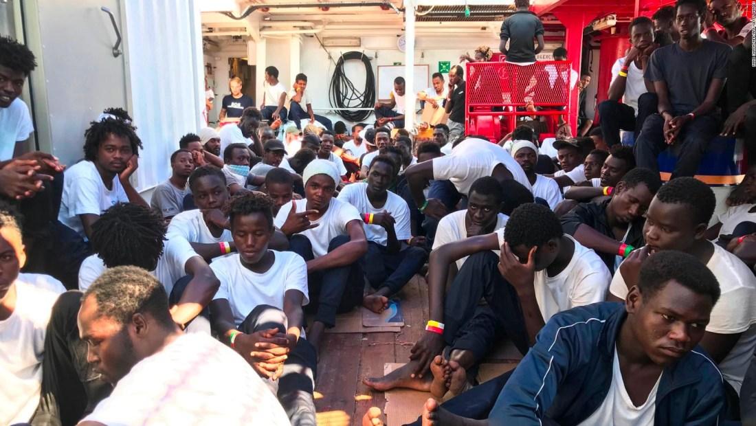Nuevo barco humanitario busca puerto
