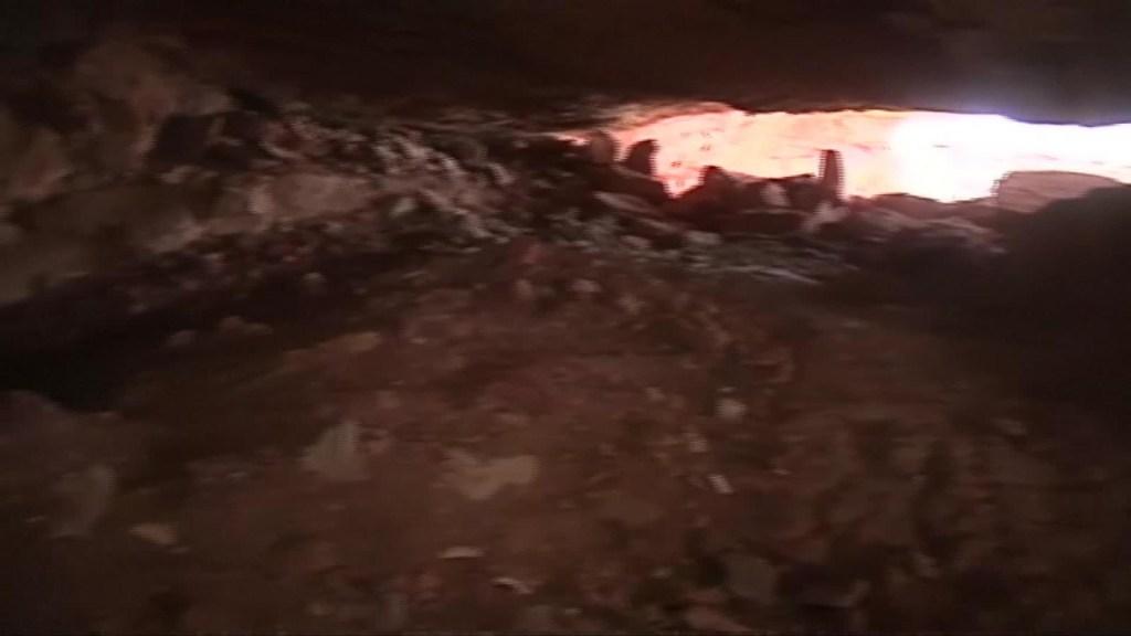 Hallan huesos humanos de miles de años en una cueva de Yemen