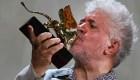 Almodóvar recibe el León de Oro en Venecia